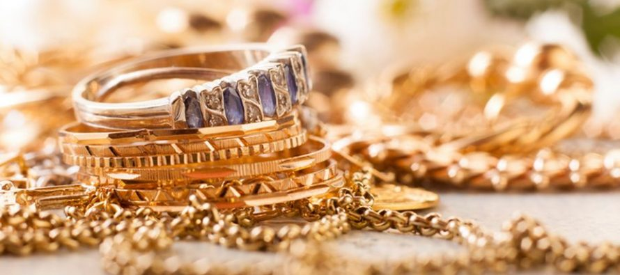 Gems, jewellery exports likely to be flat in FY18: GJEPC