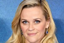"Reese Witherspoon Wears Platinum Earrings to the European Premiere of ""A Wrinkle in Time"""