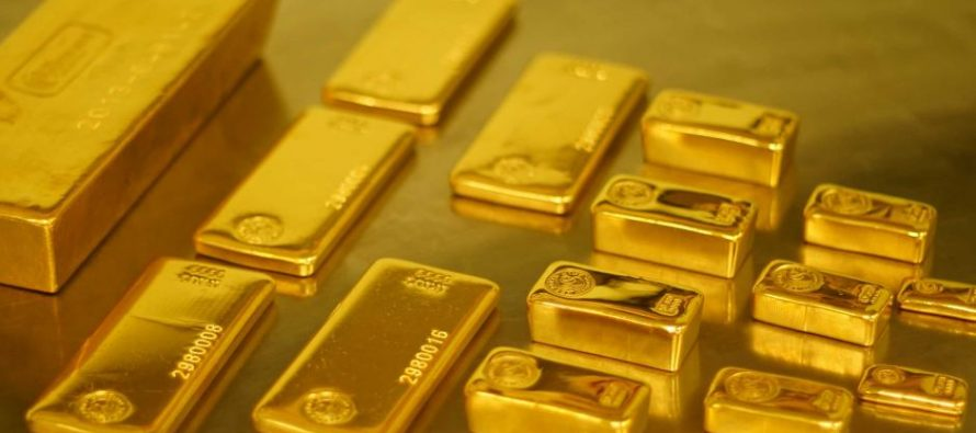 Gold Holds Firm on Trade, Growth Worries; Heads for Weekly Fall