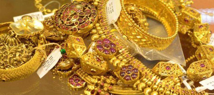 Gold recaptures Rs 32,000-mark on global cues, local jewellers' buying