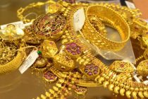 Gold extends gains on positive global cues, jeweller-buying