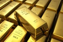 Gold Holds Near 2-Week Low on Firm Dollar Ahead of Fed Minutes