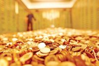 Gold Slips as Equities Gain on Robust US Data