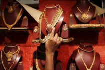 Consumer Preference Shifts to Low-End Gold Jewellery on Akshaya Tritiya