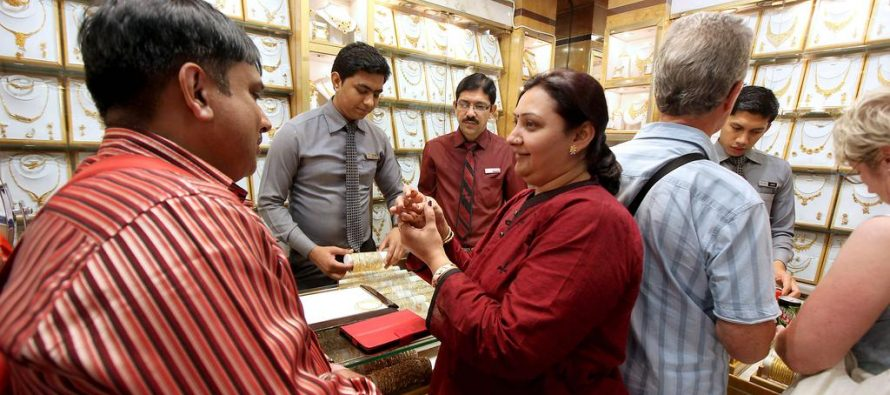 Dubai's jewellery trade gives DSF buyers diamond option