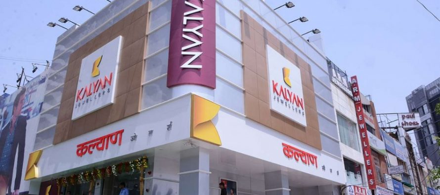 Robbers hijack Kalyan Jewellers car with jewellery worth Rs 98 lakh