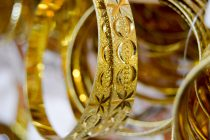 Gold prices soar, sellers queue up