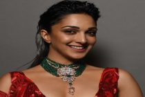Kiara Advani looked resplendent a green Emerald necklace by Narayan Jewellers at FDCI Couture Week