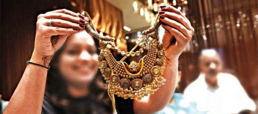 On Dhanteras, young shoppers prefer 'family jewellers' to keep up tradition