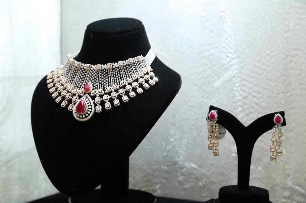 Diamond Set -(Ratanlal C. Bafna)