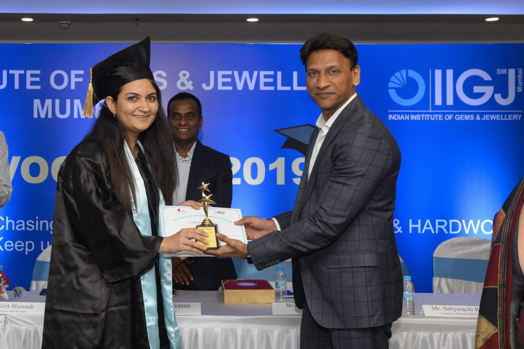 Guest of Honor - Mr. Alkesh Shah presenting award to first runner up Ms. Jayati Thakkar for the academic excellence.