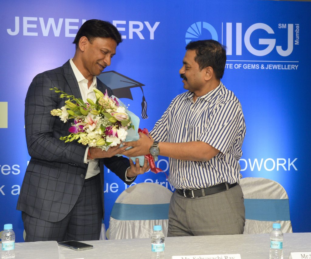 Mr. Sabyasachi Ray - Executive Director GJEPC felicitating Guest of honor - Mr. Alkesh Shah