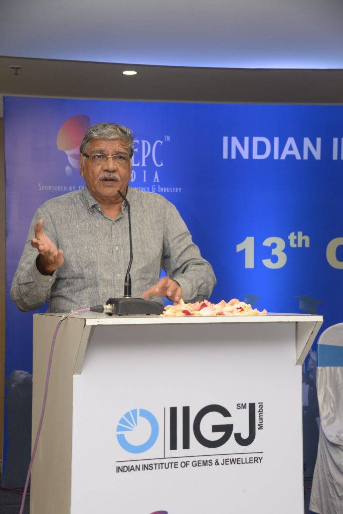 Mr. Sanjay Kothari, Director IIGJ Mumbai congratulating the students.