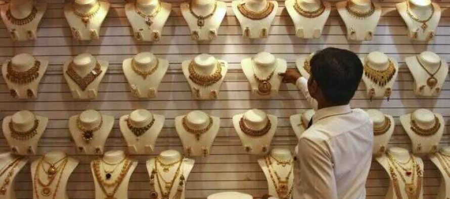 Customers flocking to jewellery stores as gold price dips