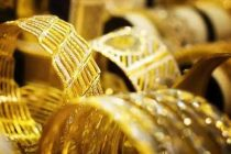 Indian gold dealers switch to premium on holiday constrained supply