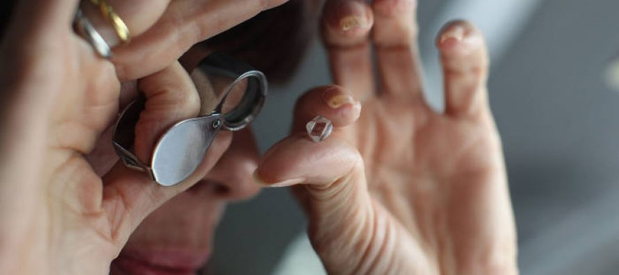 Diamond miners dented by liquidity crisis among India's polishers