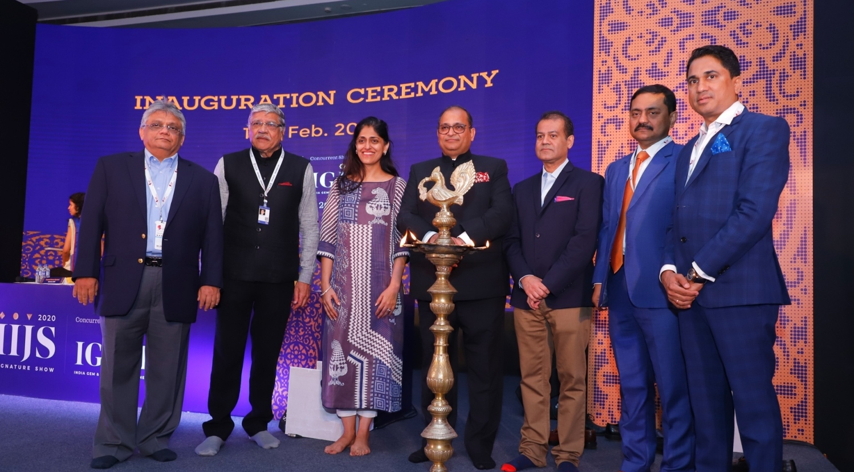 L to R Mr. Shailesh Sangani (Convener, National Exhibitions Sub-Committee, GJEPC), Mr. Sanjay Kothari (Chairman, GJSCI), Ms. Richa Singh (MD-Diamond Produce