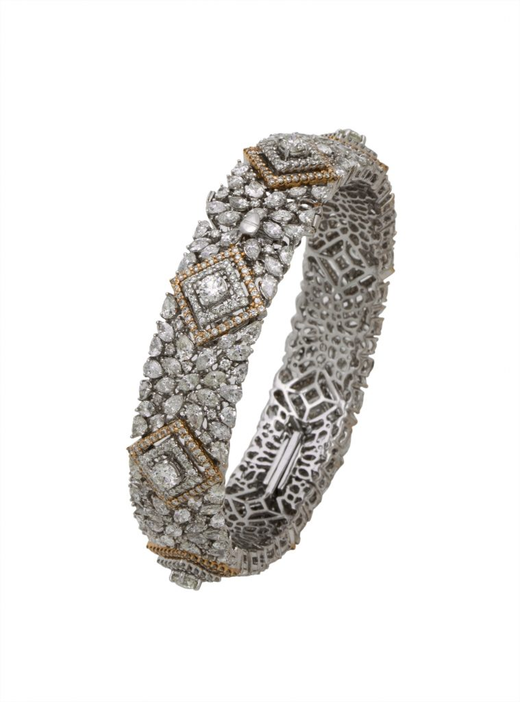 Cuff crafted in 18K gold with diamonds