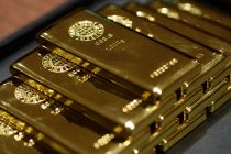 Gold heads for best year in a decade with dollar on the ropes