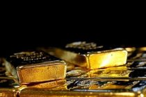 Gold caps its best year in a decade with the dollar on the ropes