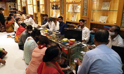 Customers buying jewellery from Kataria Jewellers